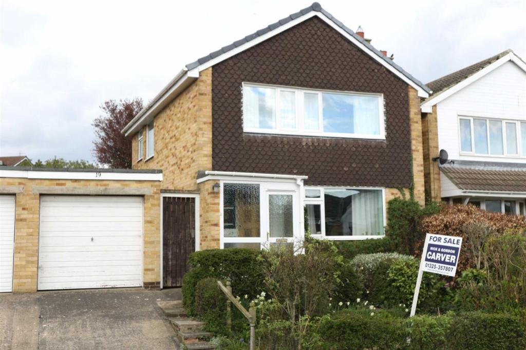 3 Bedrooms Detached House for sale in Westwood Avenue, Heighington Village, Newton Aycliffe