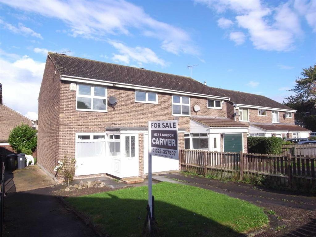 3 Bedrooms Semi Detached House for sale in Riverside Way, Darlington