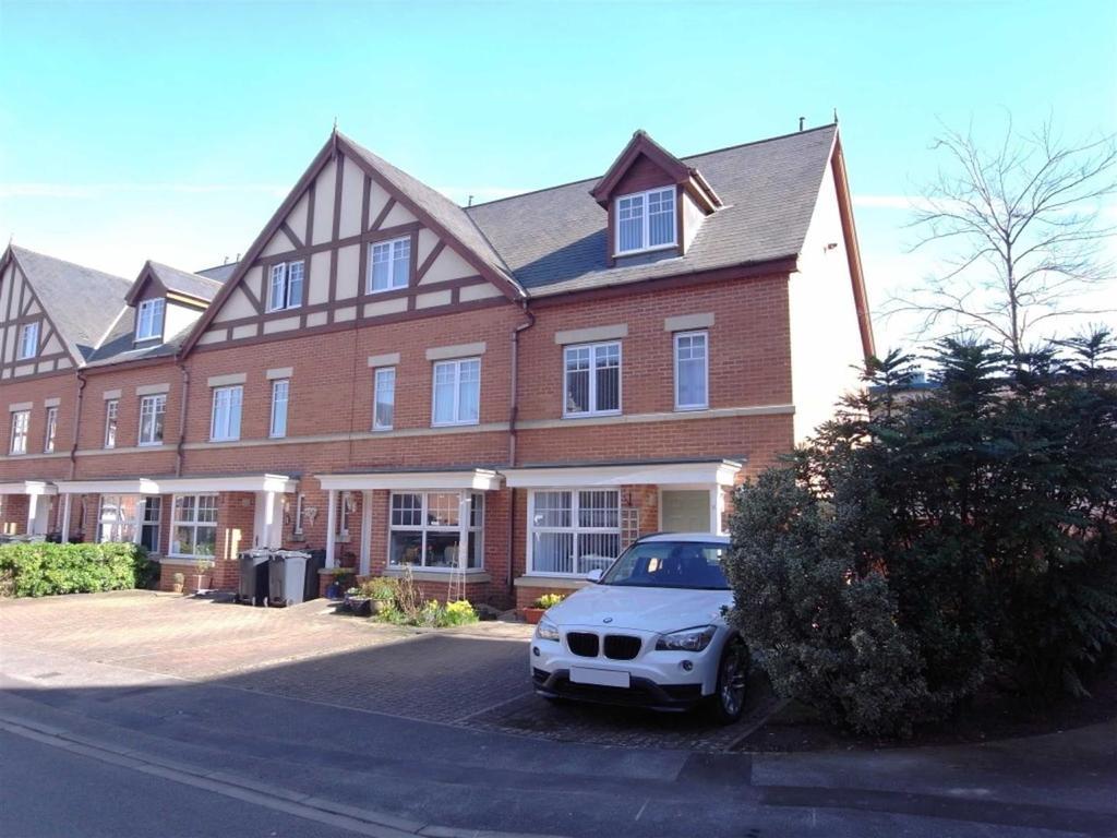 4 Bedrooms Semi Detached House for sale in Scholars Park, Darlington