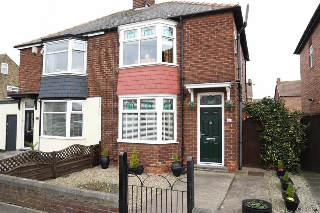 3 Bedrooms Semi Detached House for sale in Alwyn Road, Darlington