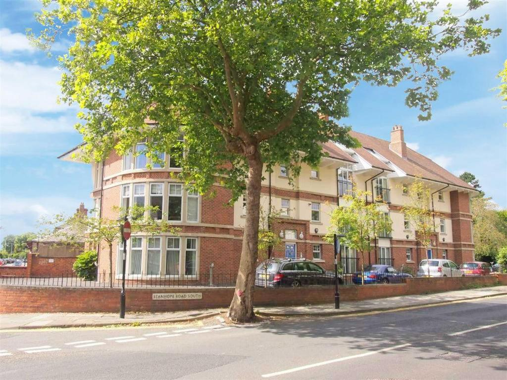 2 Bedrooms Apartment Flat for sale in Chesterfields, Darlington