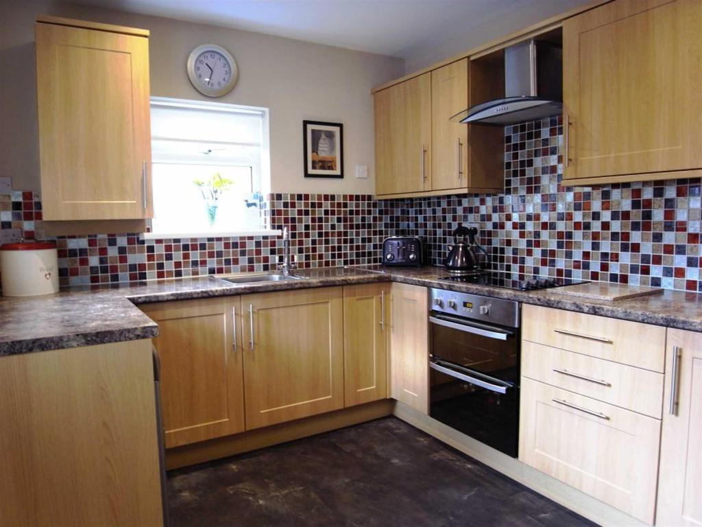 3 Bedrooms Terraced House for sale in Acacia Street, Darlington