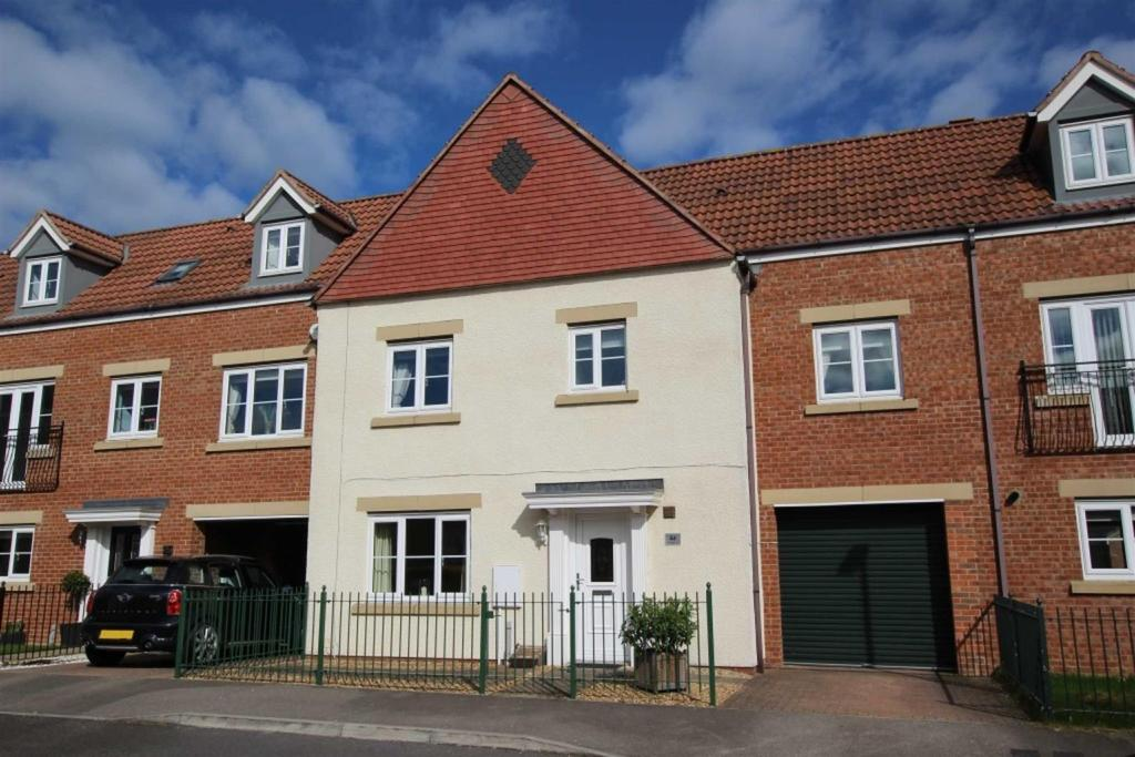 4 Bedrooms Terraced House for sale in Collingsway, Darlington