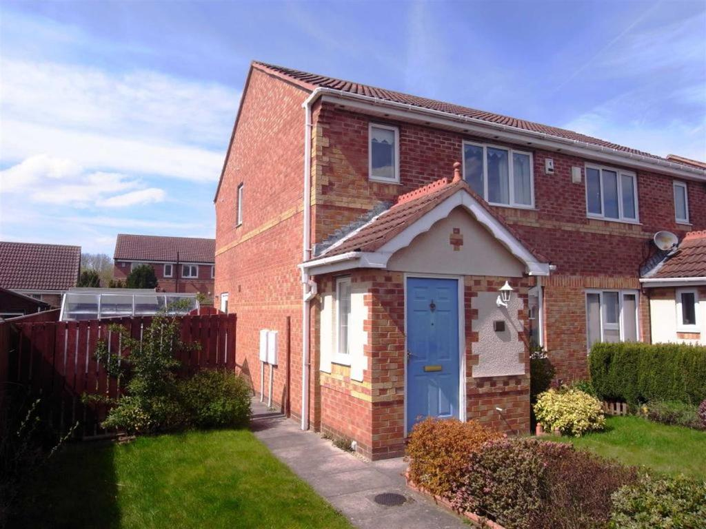 3 Bedrooms Semi Detached House for sale in Hensfield Grove, Darlington