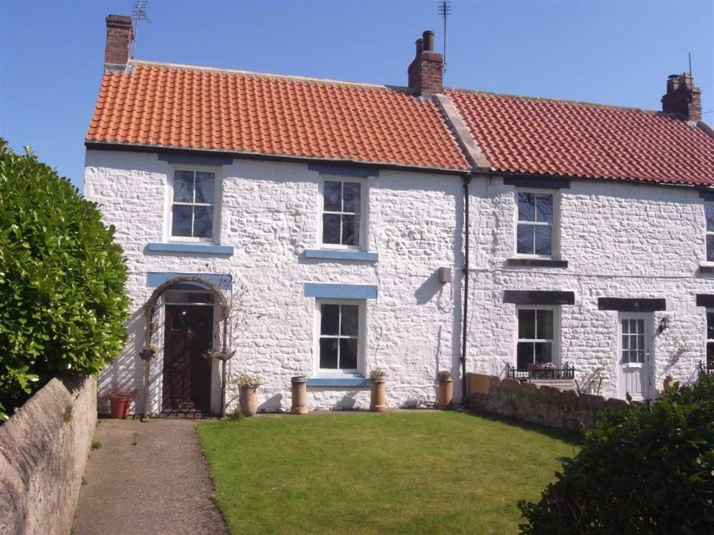 3 Bedrooms Semi Detached House for sale in The Green, Piercebridge, Darlington