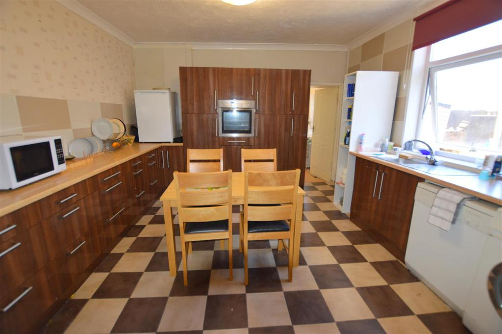 Lakefield road llanelli 4 bed end of terrace house for for Terrace kitchen diner