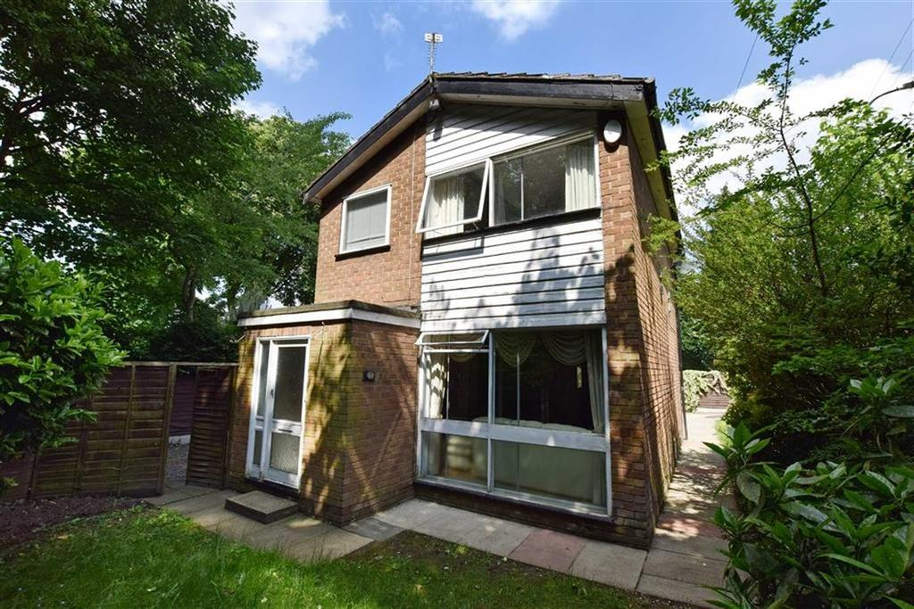3 Bedrooms Detached House for sale in Moss Vale Road, Urmston