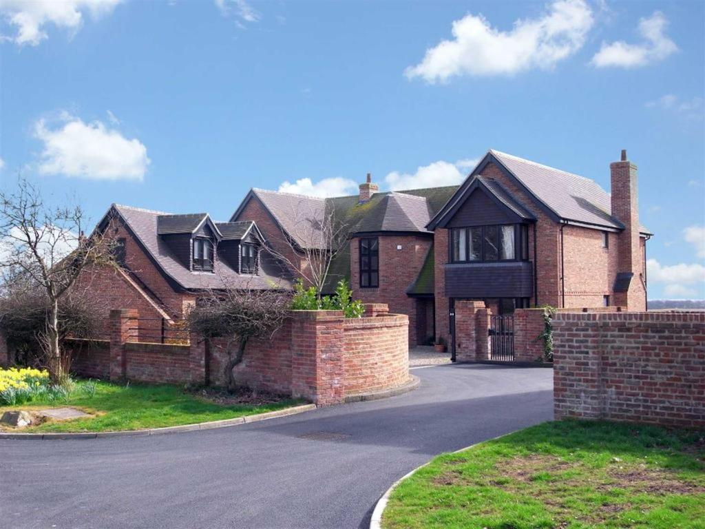 5 Bedrooms Detached House for sale in Great Stainton