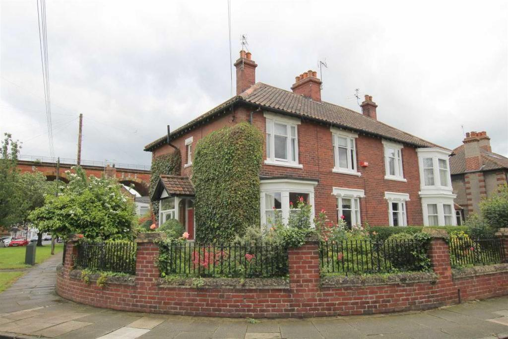 4 Bedrooms Semi Detached House for sale in West Street, Yarm