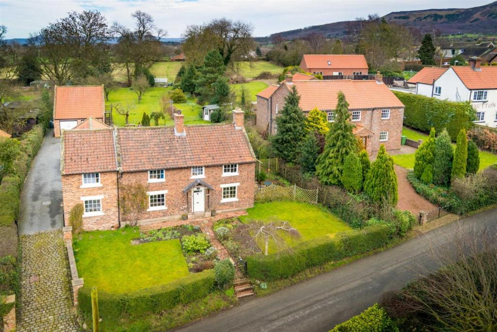 4 Bedrooms Country House Character Property for sale in Bank Lane, Faceby.