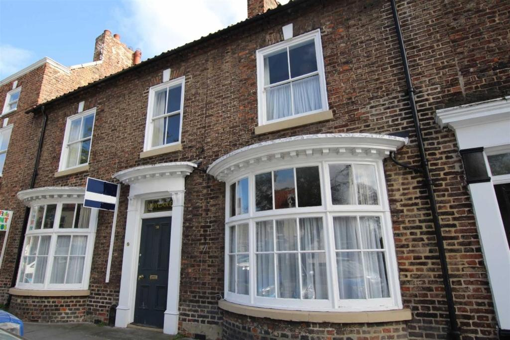 3 Bedrooms Terraced House for sale in High Street, Norton, Stockton-on-Tees