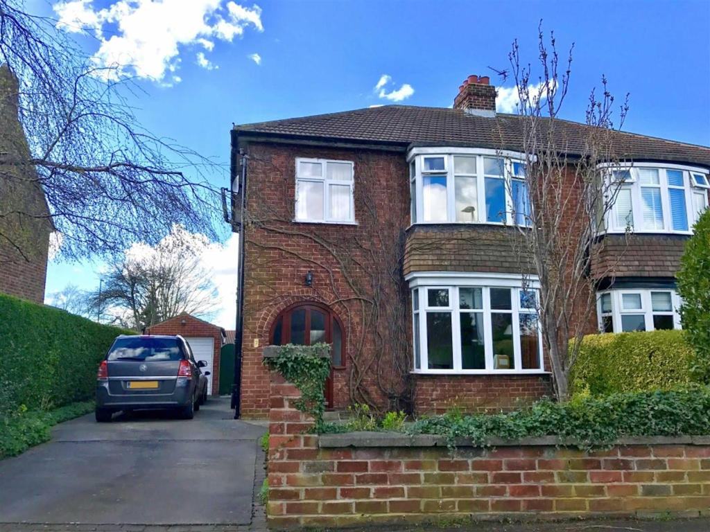 3 Bedrooms Semi Detached House for sale in The Crescent, Eaglescliffe