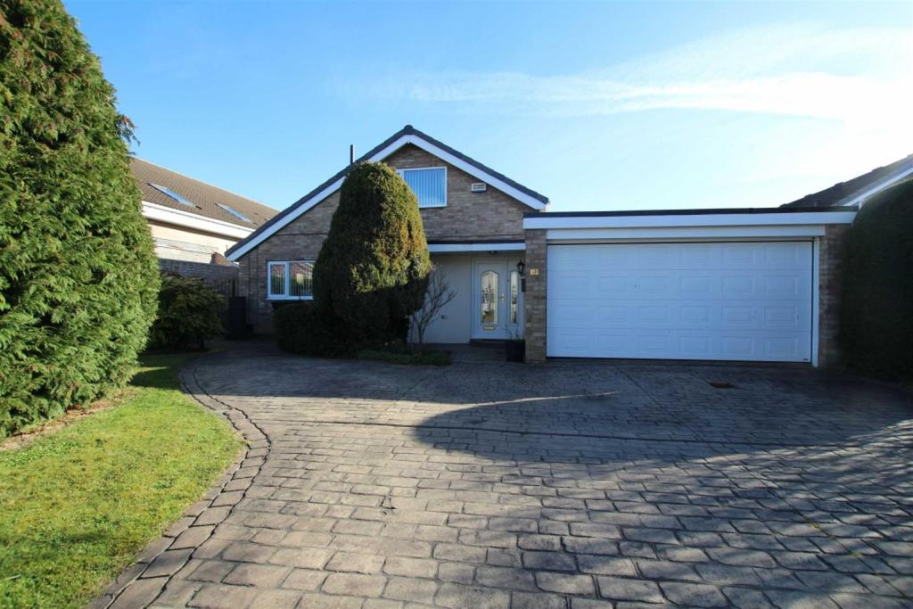 4 Bedrooms Detached House for sale in The Larun Beat, Yarm