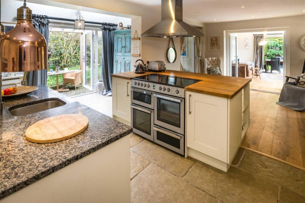 4 Bedrooms Detached House for sale in South Otterington, Northallerton
