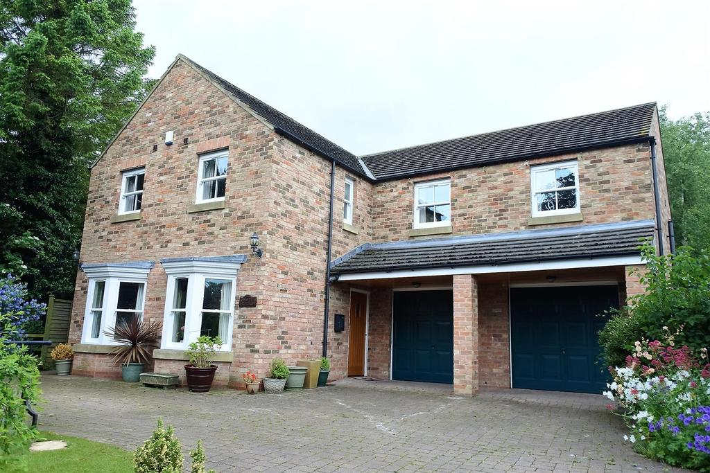 4 Bedrooms Detached House for sale in Main Street, Thornton Le Moor