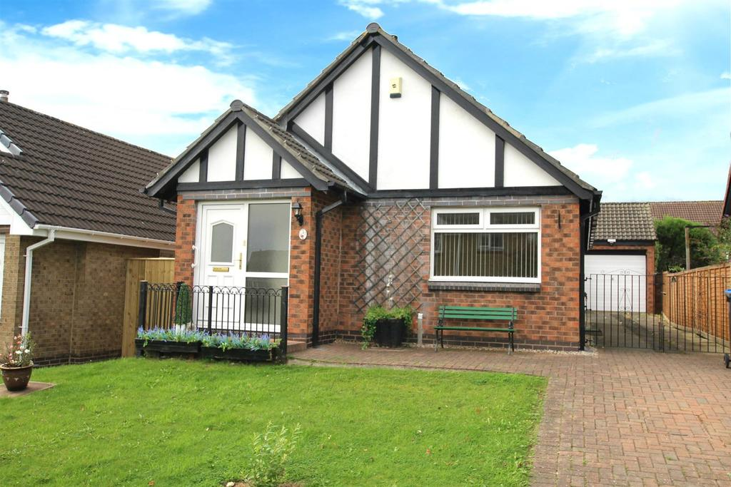 2 Bedrooms Detached Bungalow for sale in Newburn Court, Newton Aycliffe