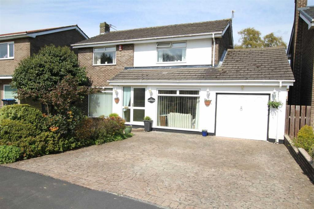 4 Bedrooms Detached House for sale in Westfields, School Aycliffe, Newton Aycliffe