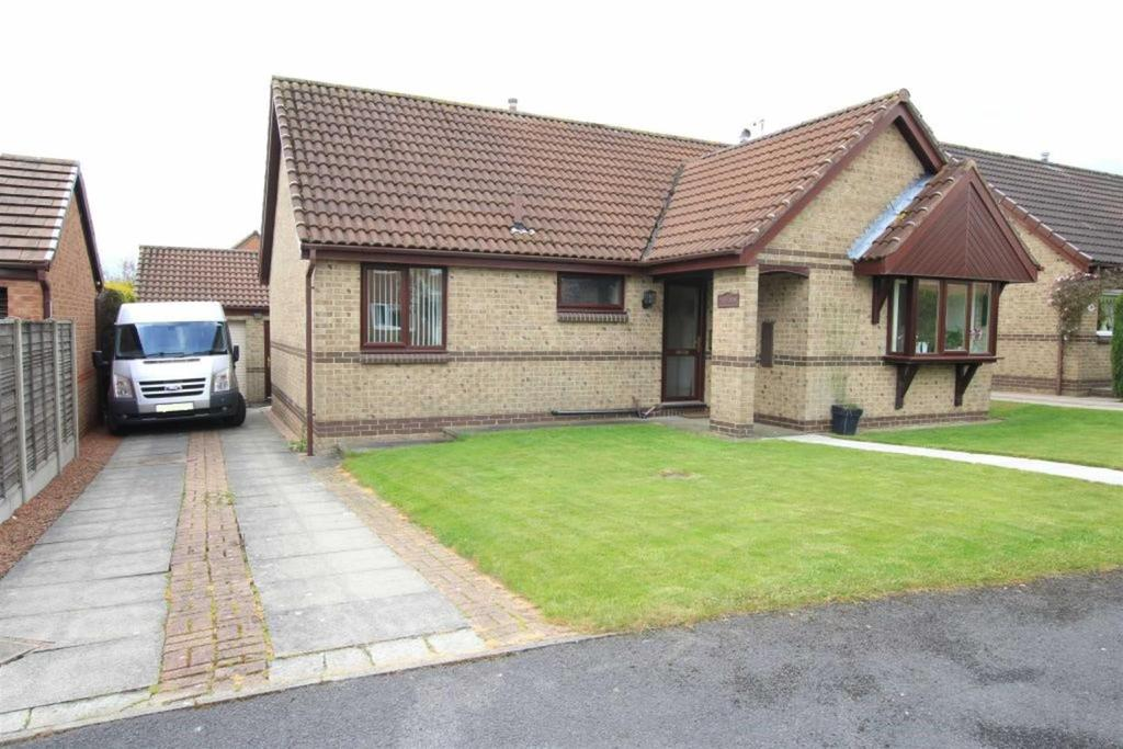 3 Bedrooms Detached Bungalow for sale in Wilton Court, Greenfields, Newton Aycliffe