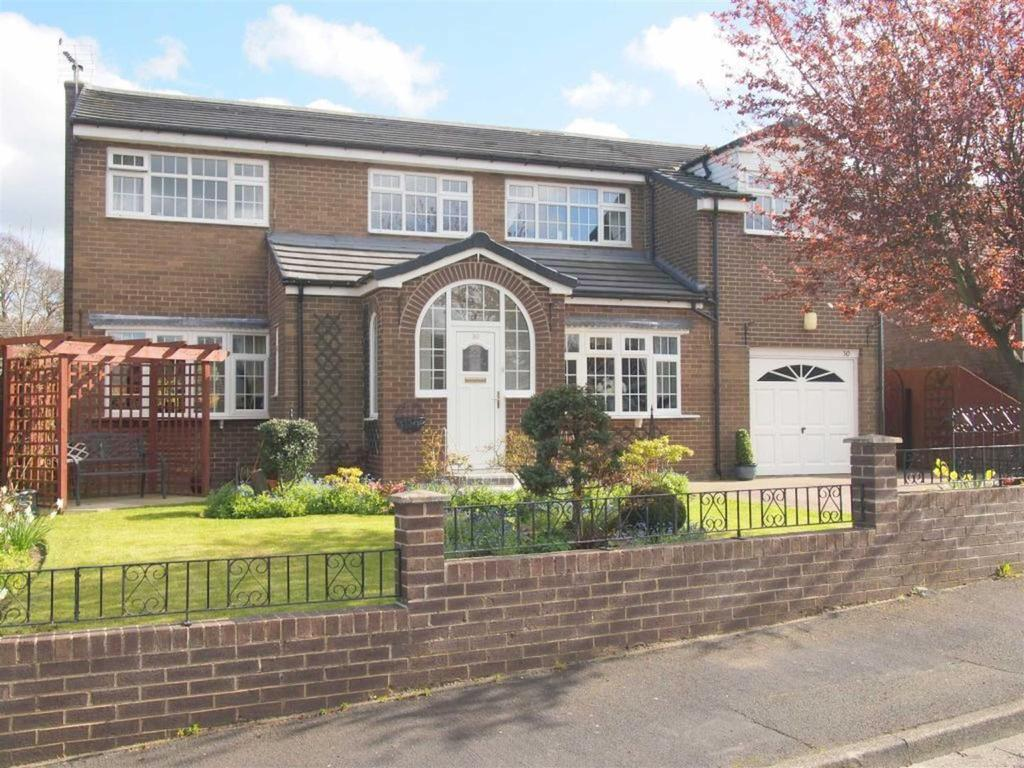 6 Bedrooms Detached House for sale in High Barn Road, School Aycliffe, Newton Aycliffe