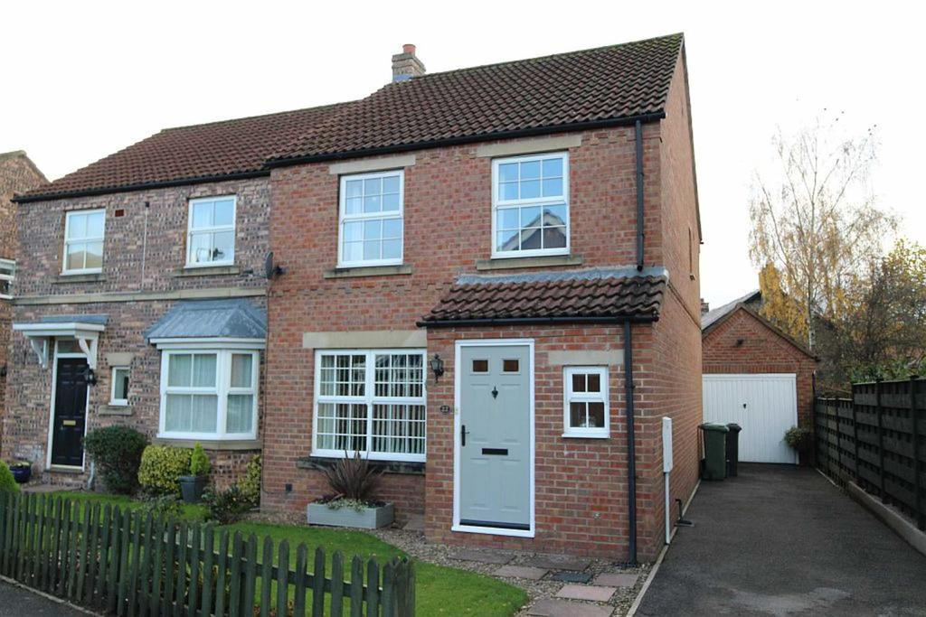 3 Bedrooms Semi Detached House for sale in Wellington Way, Brompton-On-Swale, Richmond