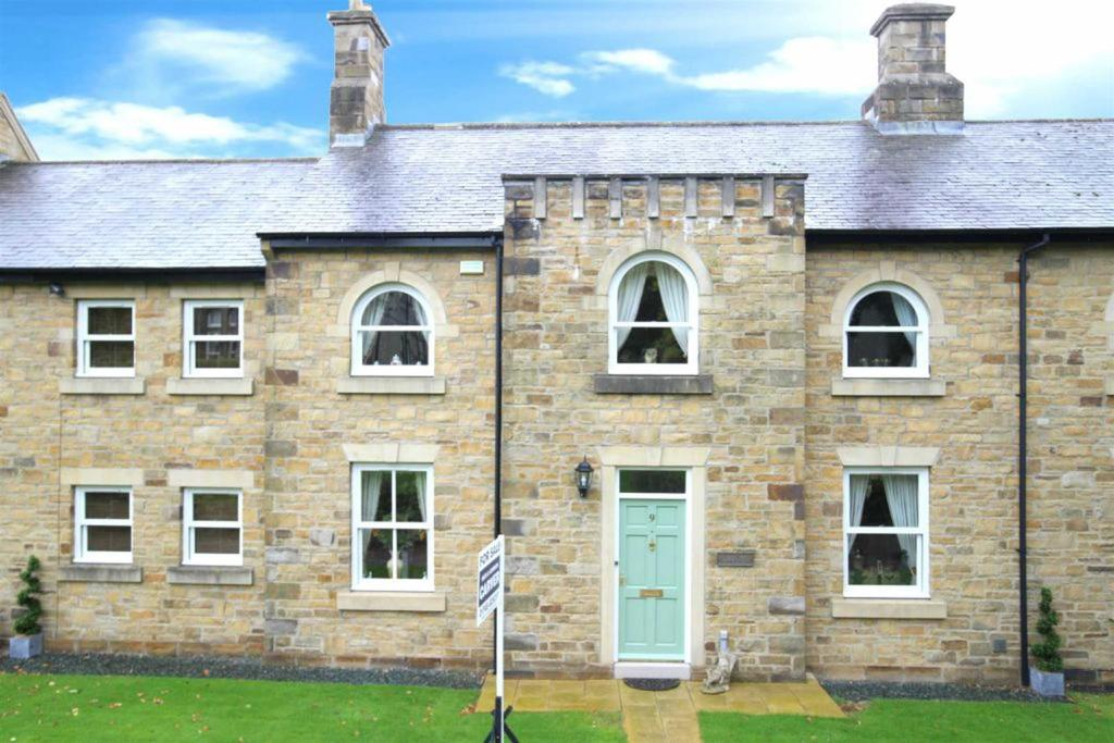 5 Bedrooms Town House for sale in Dresser Close, Richmond