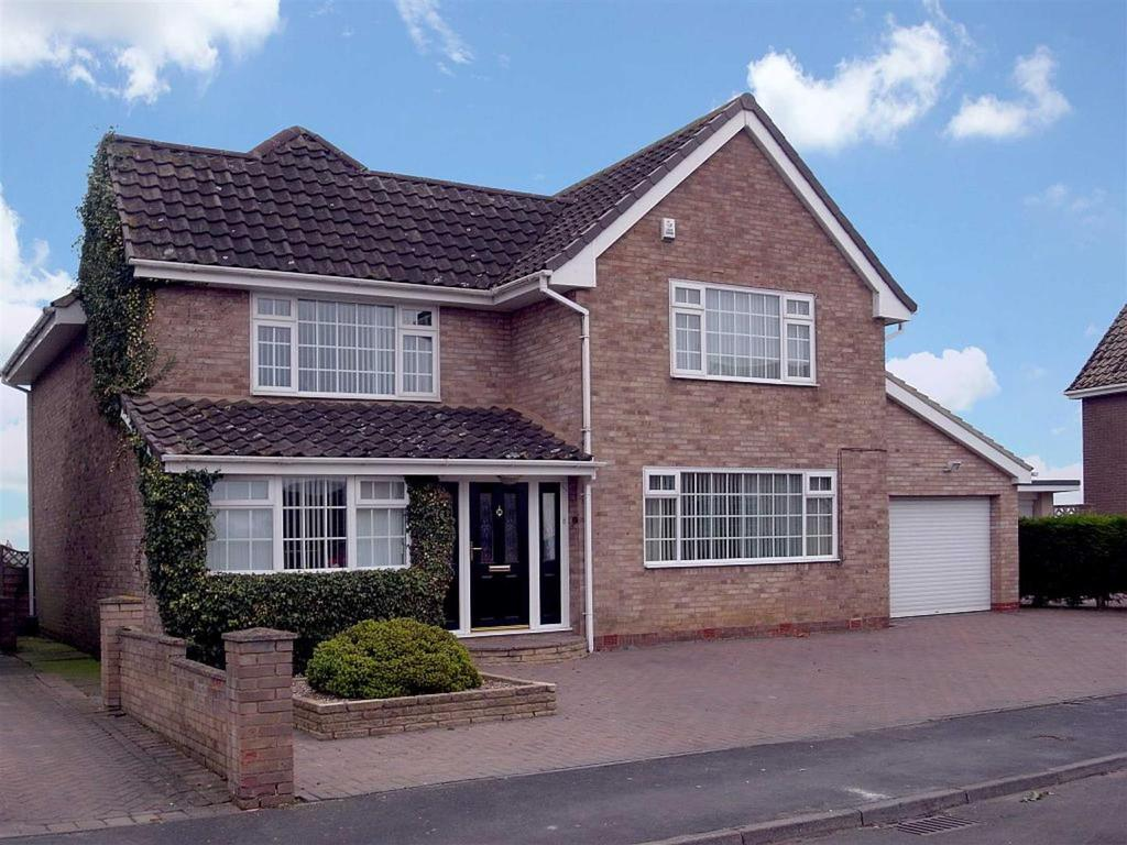 4 Bedrooms Semi Detached House for sale in Dale Road, Sadberge, Darlington