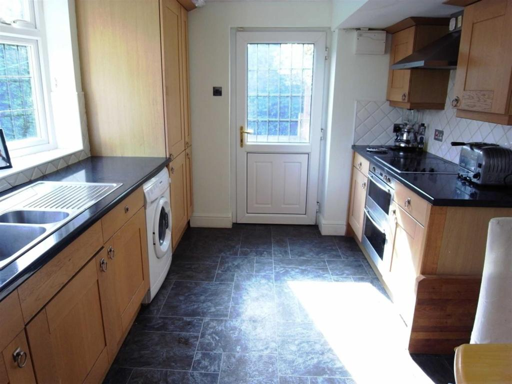 3 Bedrooms Semi Detached House for sale in Ayton Drive, Darlington
