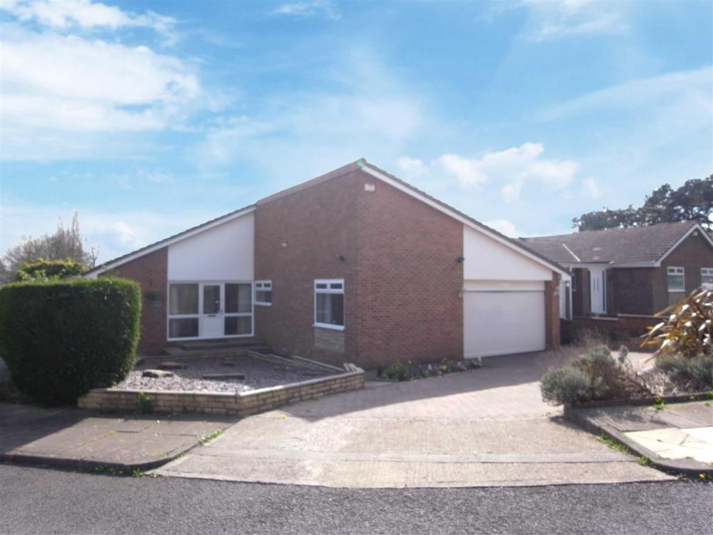 4 Bedrooms Detached Bungalow for sale in West View, Darlington