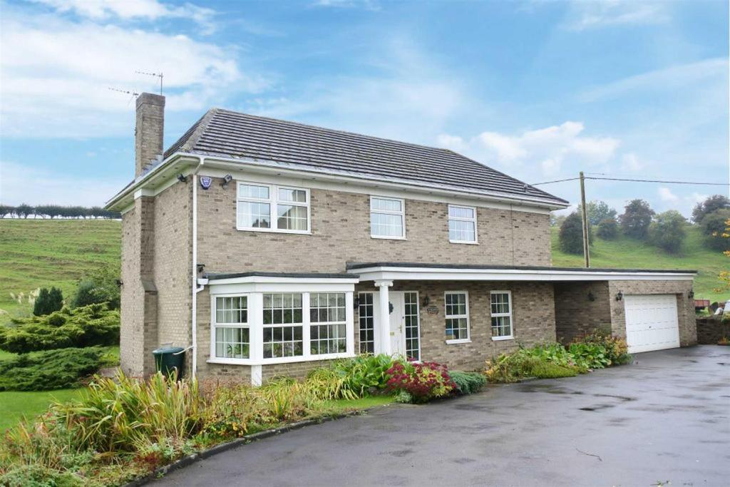 4 Bedrooms Detached House for sale in The Green, Cleasby, Darlington