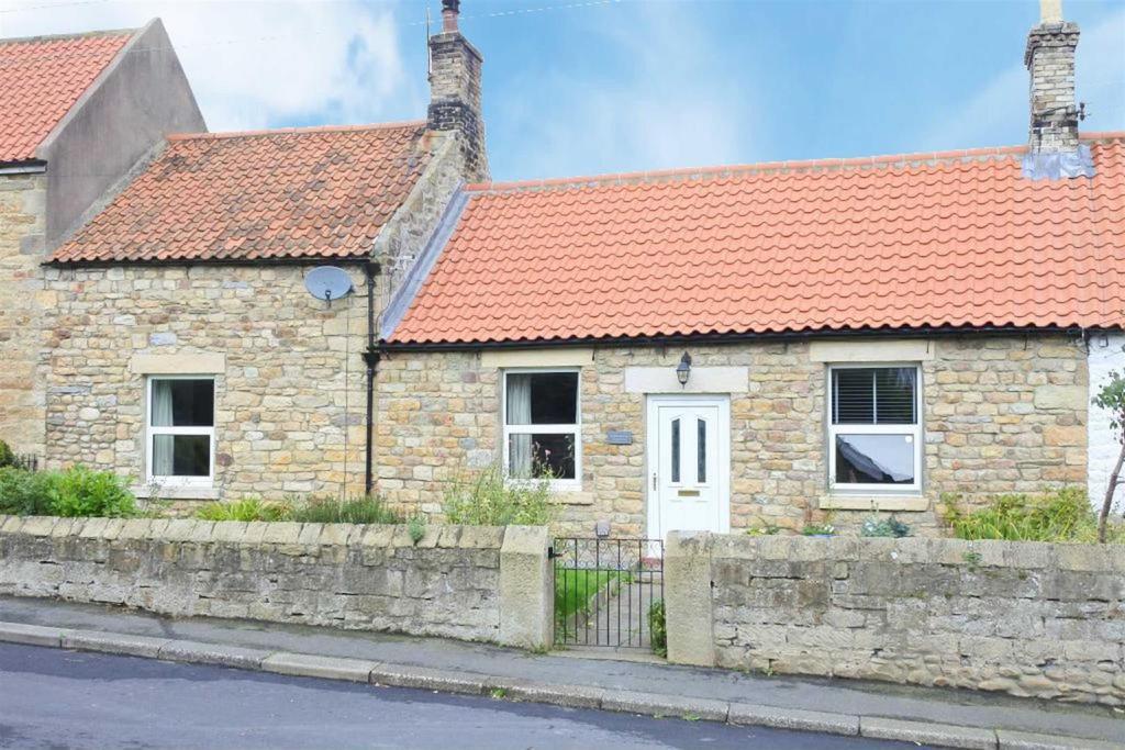 2 Bedrooms Terraced Bungalow for sale in Front Street, Winston, Darlington