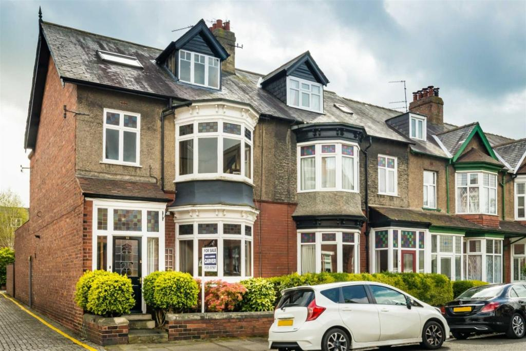 5 Bedrooms Town House for sale in Uplands Road, Darlington