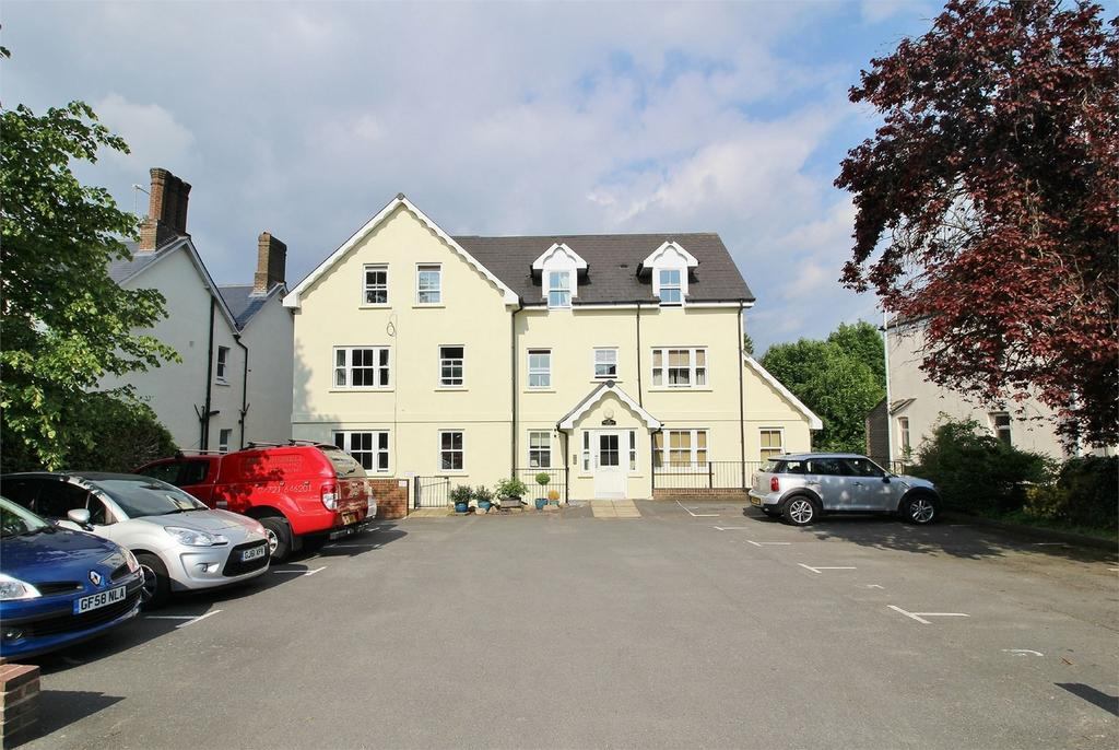 2 Bedrooms Flat for sale in New Town, Uckfield, East Sussex