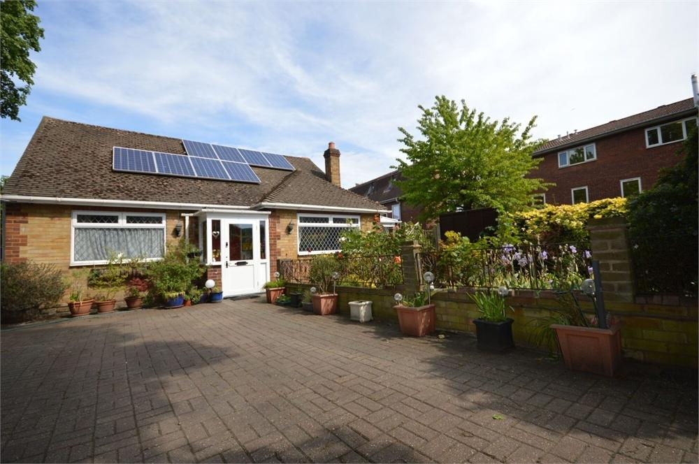 2 Bedrooms Detached Bungalow for sale in Hoddesdon Road, Upper Belvedere
