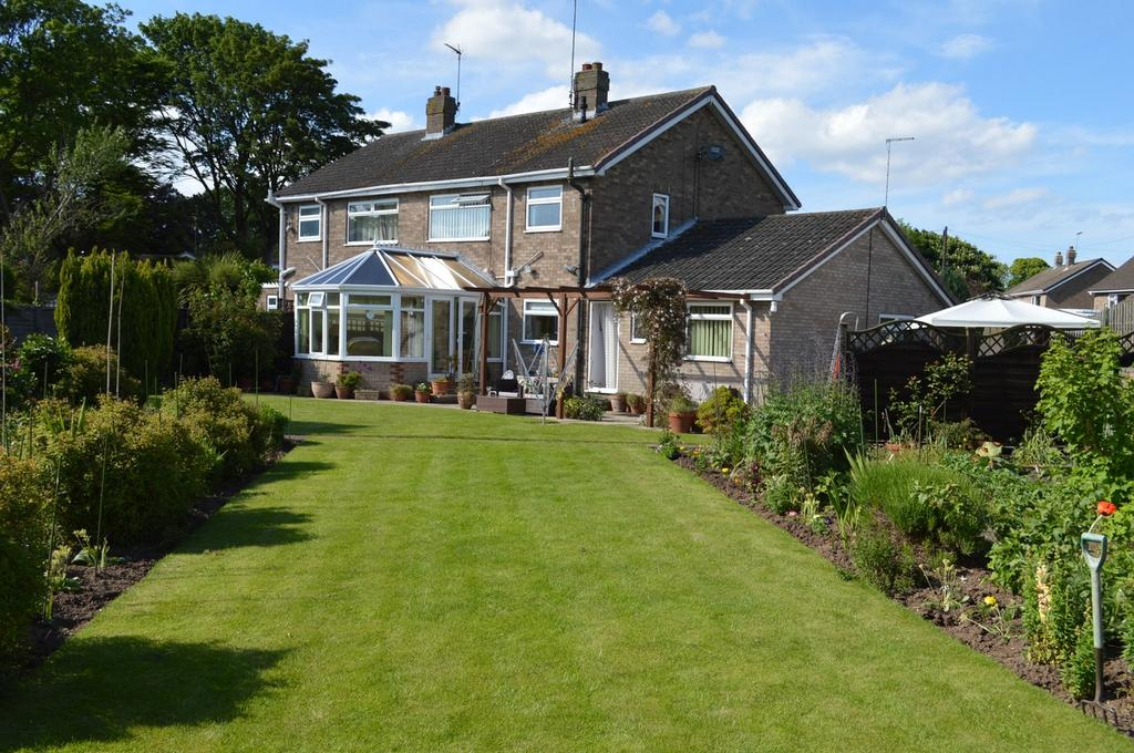 4 Bedrooms Semi Detached House for sale in 15 Tranmere Park, Hornsea, East Riding of Yorkshire