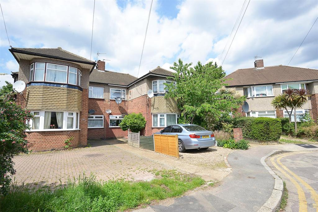 3 Bedrooms Flat for sale in Oxtoby Way, Streatham, SW16