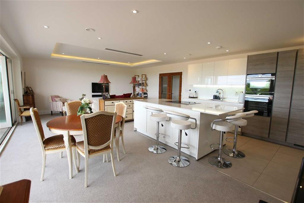 3 Bedrooms Penthouse Flat for sale in High Road, North Finchley, London