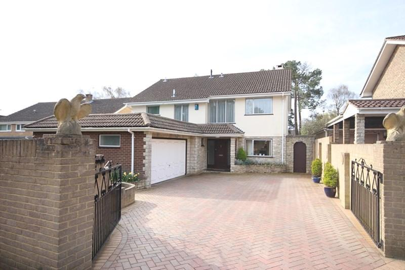 4 Bedrooms Detached House for sale in Caesars Way, Broadstone