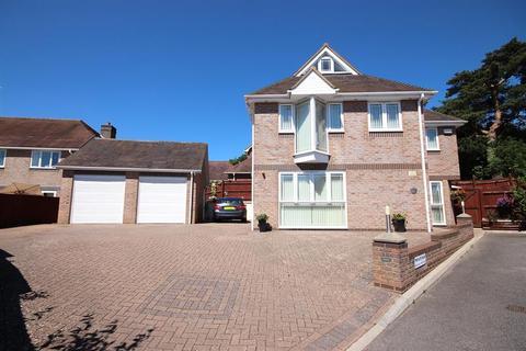 4 bedroom detached house for sale - Marian Close, Corfe Mullen, Wimborne