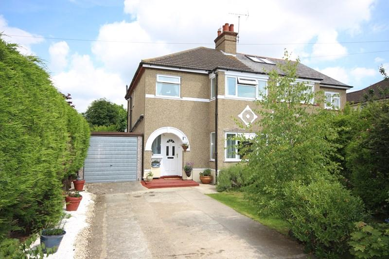 3 Bedrooms Semi Detached House for sale in Douglas Road, Clacton-On-Sea