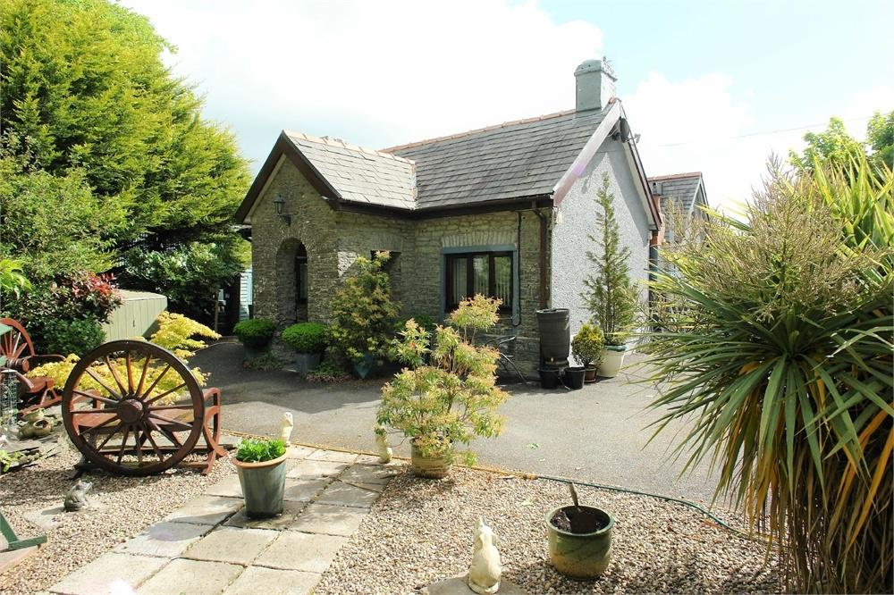 3 Bedrooms Cottage House for sale in Withybush Lodge, Withybush Road, HAVERFORDWEST, Pembrokeshire