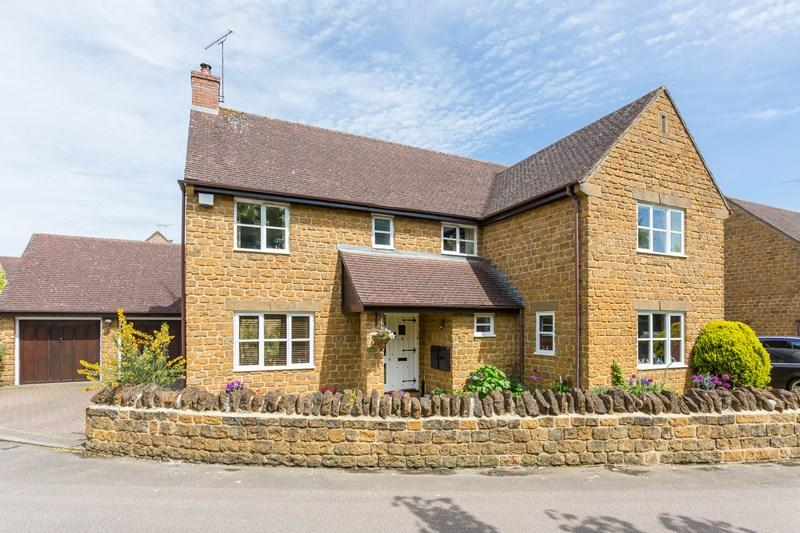 5 Bedrooms Detached House for sale in Ironstone Hollow, Banbury