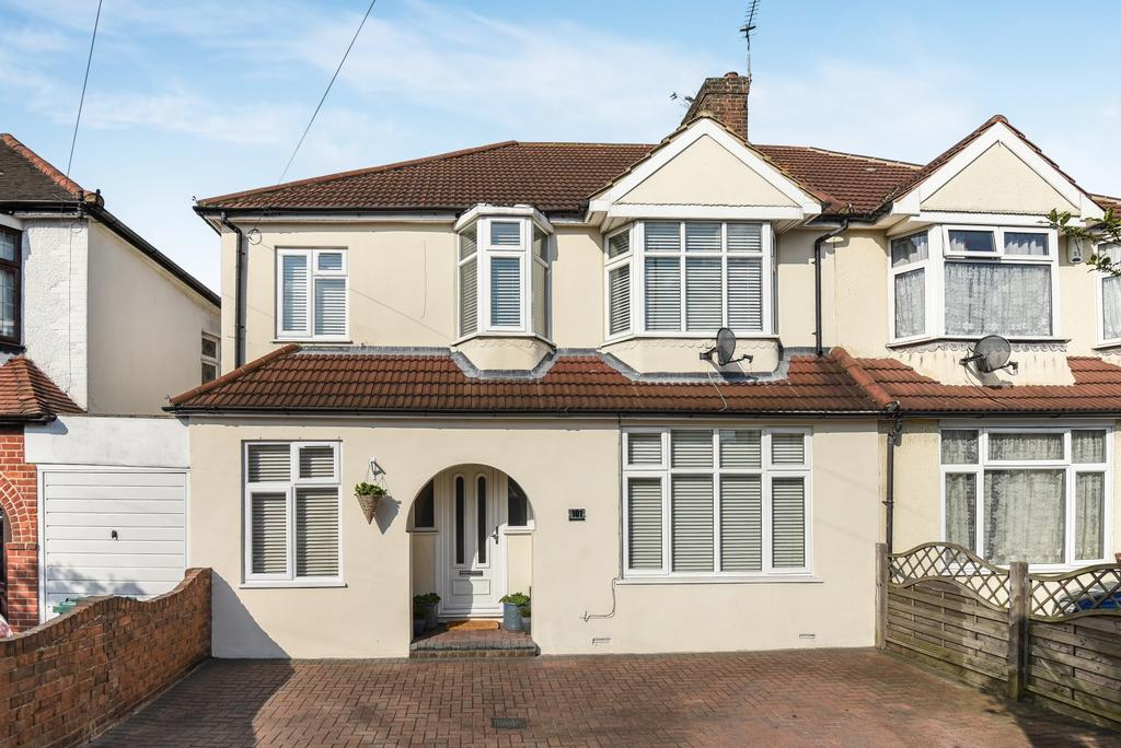 5 Bedrooms Semi Detached House for sale in Westwood Lane Welling DA16