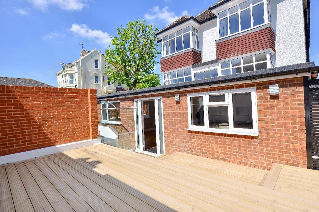 2 Bedrooms Flat for sale in New Church Road Hove East Sussex BN3