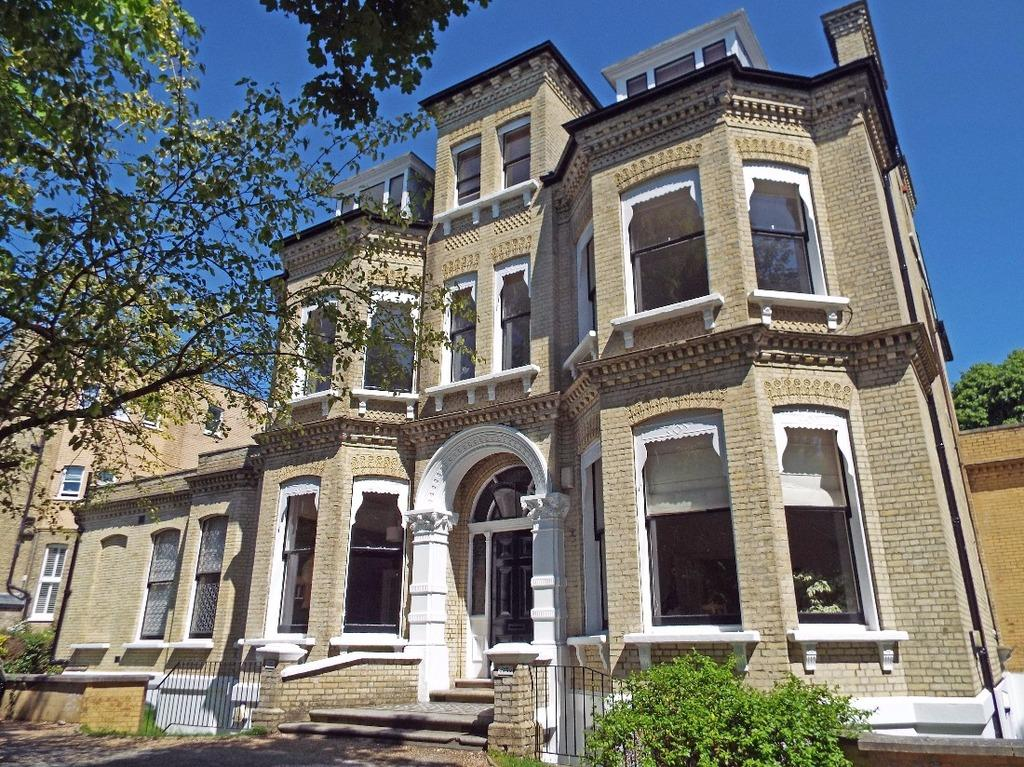 3 Bedrooms Flat for sale in Eaton Gardens Hove East Sussex BN3