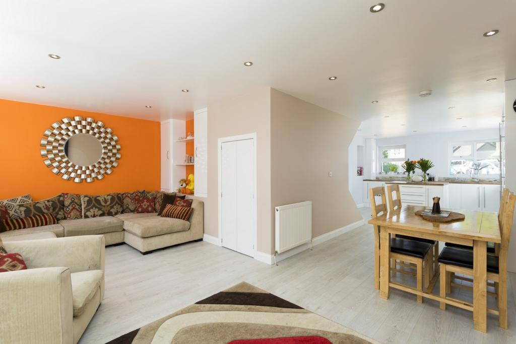 4 Bedrooms Semi Detached House for sale in The Meade, Hawkinge, CT18