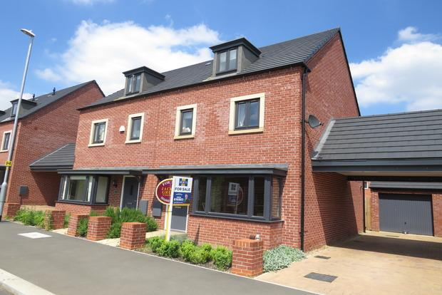 4 Bedrooms Town House for sale in Kent Road South, Northampton, NN5