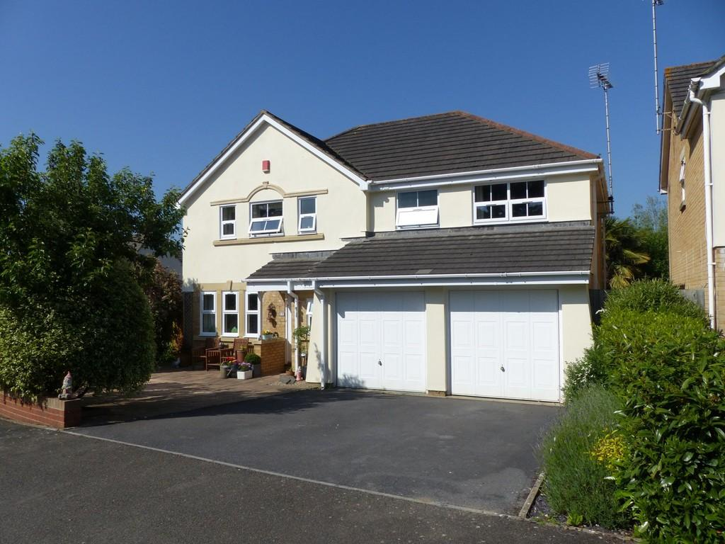 5 Bedrooms Detached House for sale in Orleigh Avenue, Newton Abbot