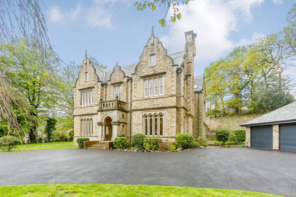 6 Bedrooms Detached House for sale in Calf Hill Road, Holmfirth