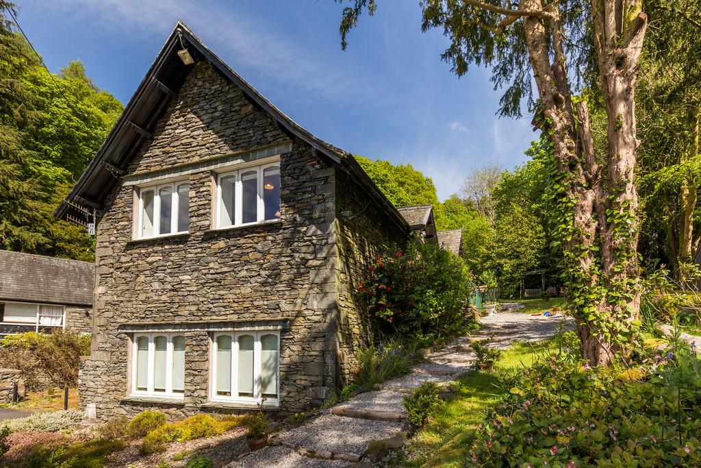 3 Bedrooms Mews House for sale in 3 Elleray Mews, Windermere, Cumbria, LA23 1AP