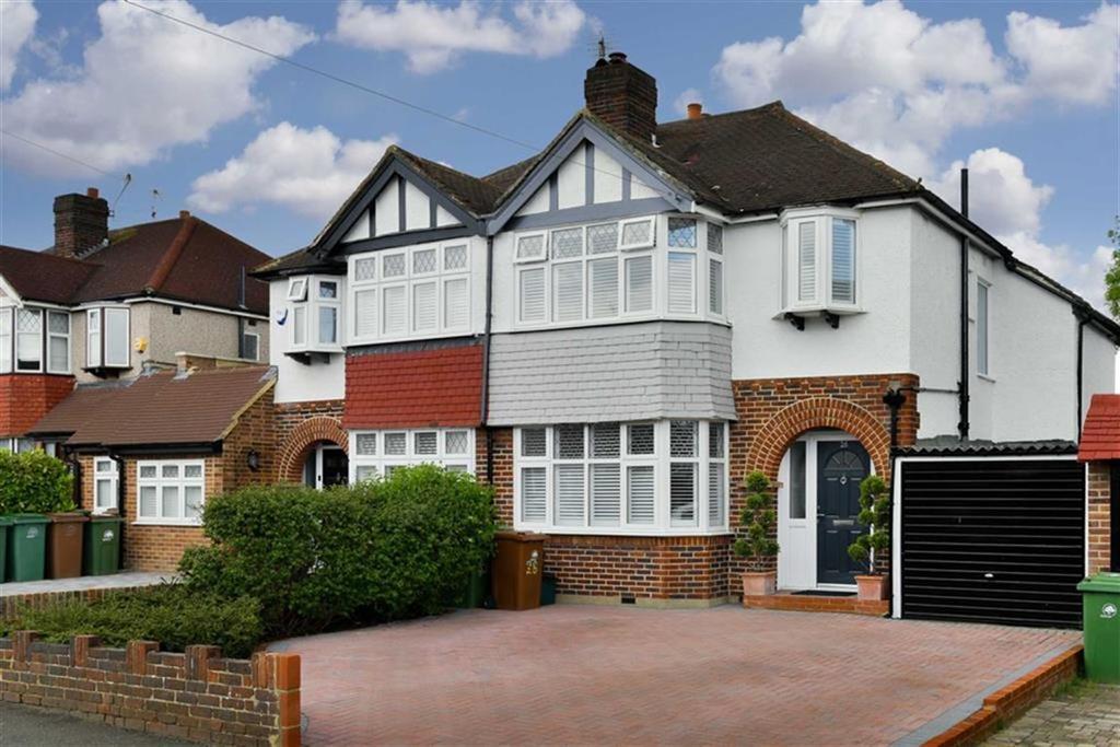 3 Bedrooms Semi Detached House for sale in Dundela Gardens, Worcester Park, Surrey